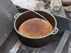 bread-in-camp-oven-diamantina-np