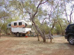 camp-on-gumhole-diamantina-np