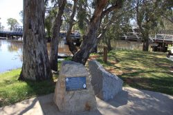 20161110-charley-grey-memorial-swan-hill-med