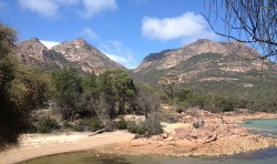 20160317 Honeymoon Bay Freycinet NP Med